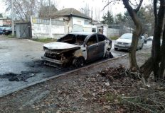 Рано утром в Симферополе сгорела иномарка. Основная версия — поджог
