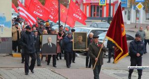В Керчи отметили 100-летие Октября - демонстрацией