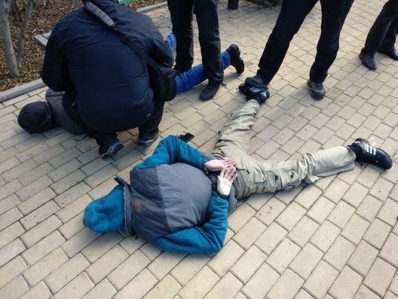В Ялте ФСБ задержала наркодиллера с крупной партией синтетических наркотиков