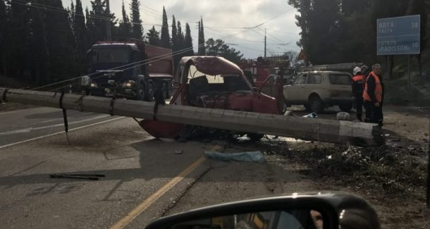 ДТП на трассе «Симферополь – Алушта». «Nissan» врезался в столб и заблокировал движение