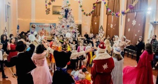 В Феодосии активисты ОНФ устроили «Новогоднее чудо» для детдома и дома престарелых