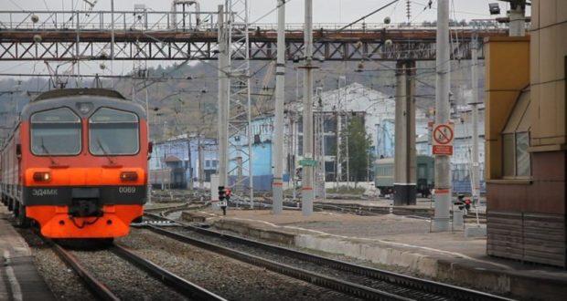 В Симферополе, после того как электричка сбила девушку, закрыли подход к железнодорожным путям