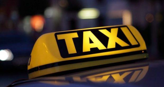 """Ревнивец из Симферополя """"покалечил"""" машину такси, на которой ехала его избранница"""