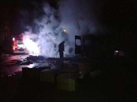 В Симферополе, во дворе жилого дома взорвался микроавтобус