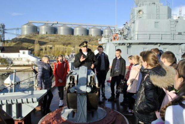 В Севастополе школьников посвятили в ряды Юнармии