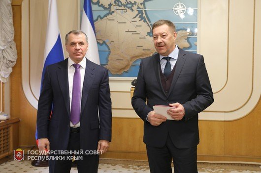 В крымском парламенте прошла торжественная церемония награждения, посвященная Дню Республики Крым.