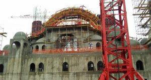 Строители Соборной мечети в Симферополе возводят главный купол