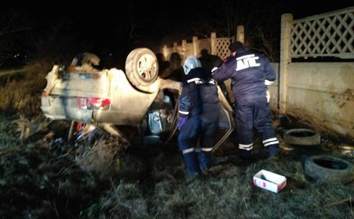 Ночное ДТП под Евпаторией: ВАЗ улетел в кювет и перевернулся