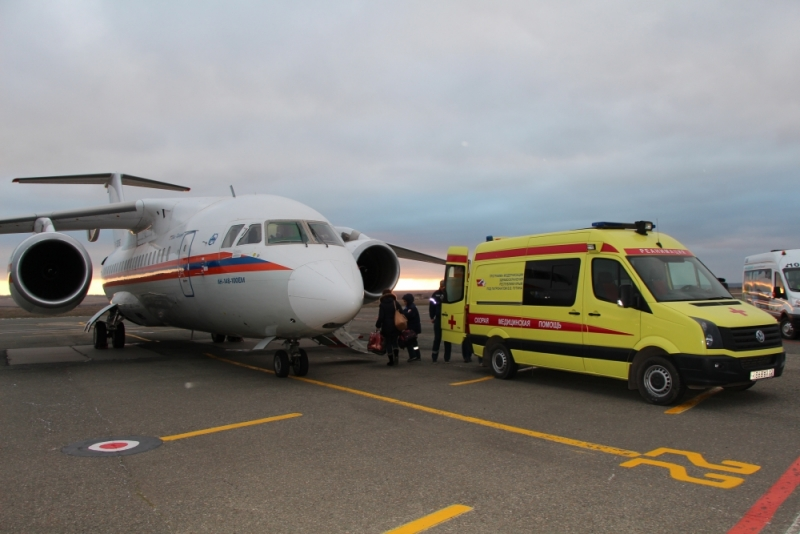ИзСимферополя в столицу Российской Федерации самолетом отправили четырех детей налечение— cотрудники экстренных служб