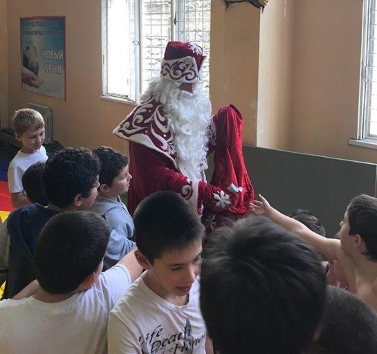 """В Ялте состоялся """"Новогодний турнир Деда Мороза"""""""