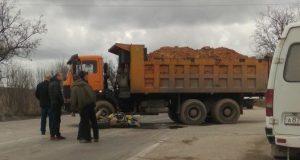 ДТП под Бахчисараем: мотоциклист влетел под КАМАЗ