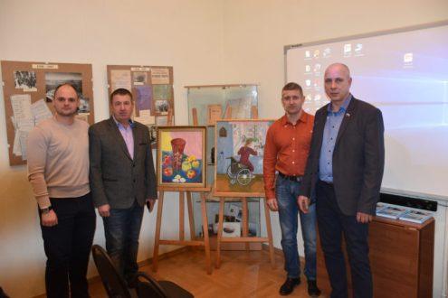 Севастопольские «Доброволец» и «Боевое братство» сделали подарок художественному музею