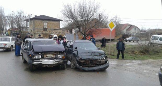 ДТП под Евпаторией. Покореженные ВАЗ и «Daewoo» растаскивали спасатели