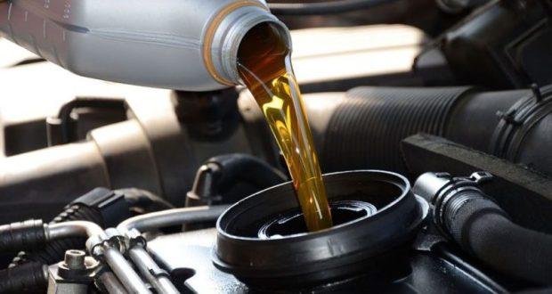 Автолюбители, какое масло заливаем в межсезонье?