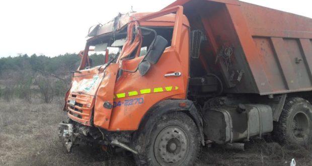 В Крыму, на горной дороге у КАМАЗа отказали тормоза
