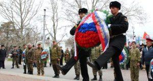 День защитника Отечества в Севастополе - шествие, возложение цветов и митинг-концерт