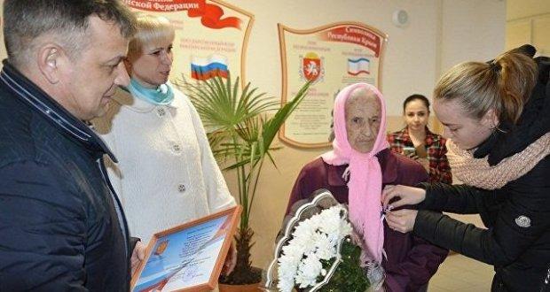 В крымском пгт. Первомайское на выборы пришла столетняя женщина