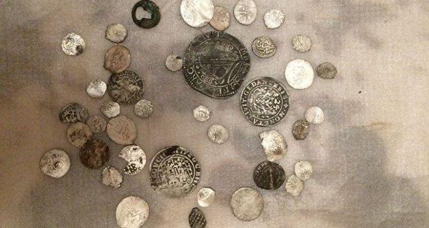 Крымские пограничники обнаружили у жителя Армянска 400 предметов старины