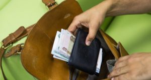 В Севастополе ухажёр стащил у своей пассии телефон и 24 тысячи рублей