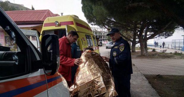 В Алуште спасли двоих пьяных «моржей»