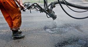 В столице Крыма идёт аварийный ремонт дорог