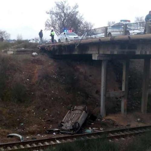 Ночное ДТП в Севастополе. С моста на железнодорожные пути упал автомобиль