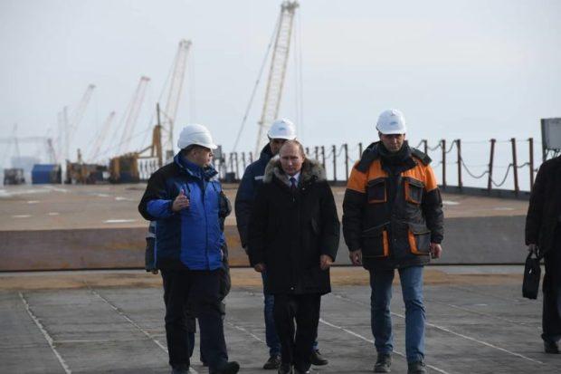 Сергей Аксёнов поблагодарил Владимира Путина за решение о строительстве Крымского моста
