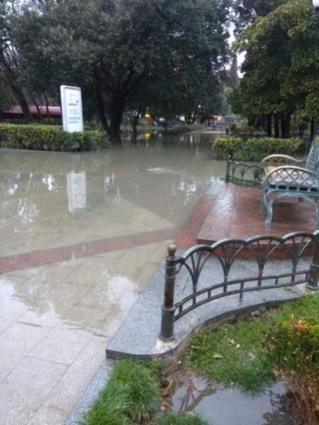 В Ялте - потоп. МЧС предупреждает о разливах крымских рек