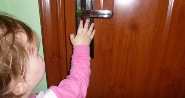 Ребенок оказался запертым в квартире. Севастопольские спасатели пришли на помощь