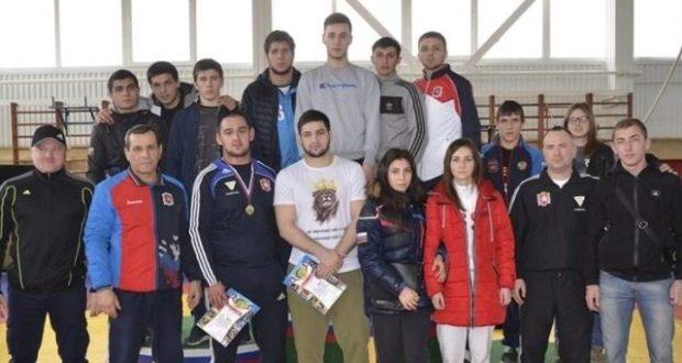 Крымские борцы-вольники завоевали семь медалей в первенстве ЮФО
