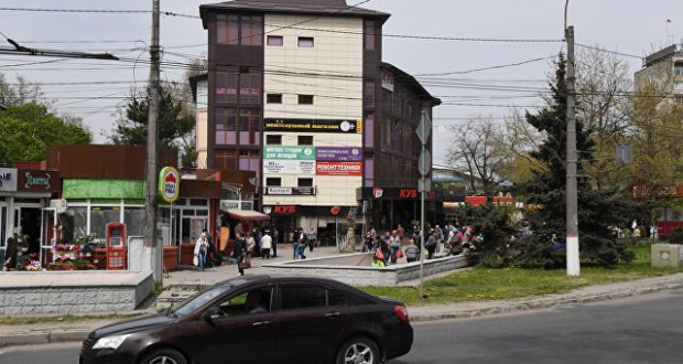 """В торговый центр """"Куб"""" в Симферополе не пускают арендаторов"""