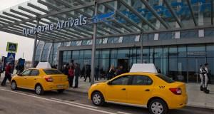 Гостей Ялтинского форума в новом терминале аэропорта Симферополя встречают волонтеры