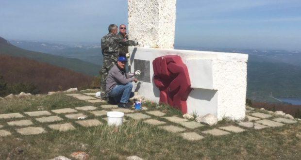 На плато Ай-Петри навели порядок и отремонтировали памятник