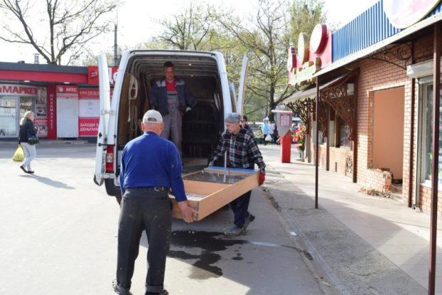 На площади Куйбышева в Симферополе демонтируют торговые объекты