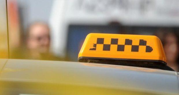 """В Севастополе """"отличился"""" таксист - украл у пассажира телефон"""