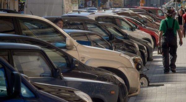 В Алуште в этом году почти все парковки – бесплатные
