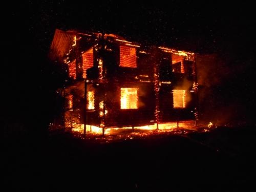 Ночной пожар в поселке Приморский под Феодосией