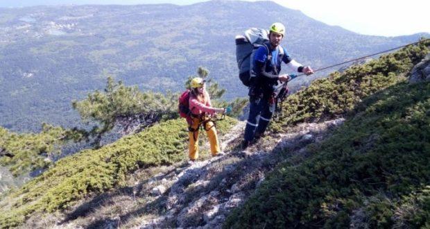 Парапланеристка, спускаясь с горы Ай-Петри, не справилась с управлением