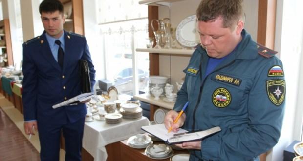 Пожарные и прокуратура проверили симферопольский ТЦ «Shen»