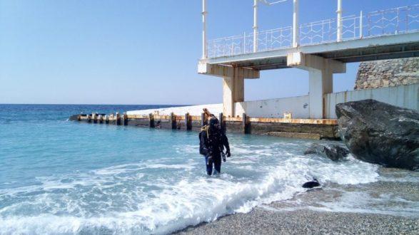 Водолазы «КРЫМ-СПАС» проверили акватории пляжей в Алупке, Симеизе и Феодосии