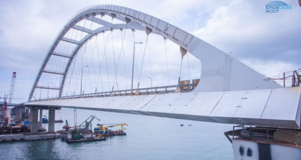 На Крымском мосту завершён монтаж обтекателей по фасаду автодорожной арки