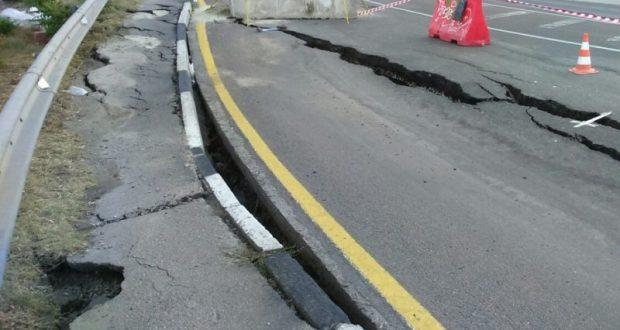 На трассе «Ялта — Севастополь» из-за угрозы оползня ограничено движение транспорта