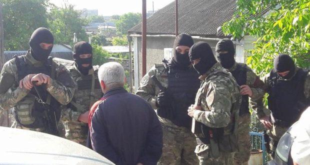 Силовики проводят спецоперацию в Бахчисарае. Задержаны два человека