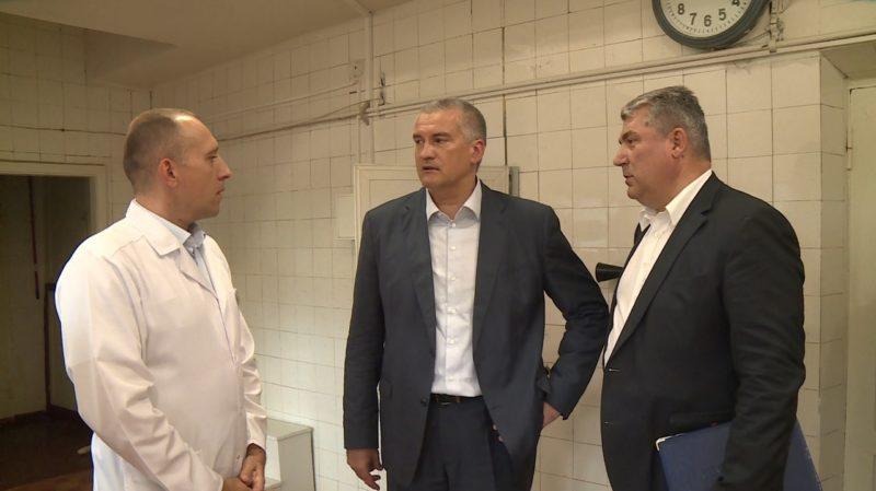 Сергей Аксёнов проверил больницы Симферополя, посетил детсад и общежитие, провел прием граждан