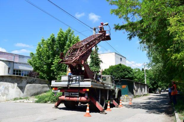 В Симферополе заменили 298 ламп уличного освещения