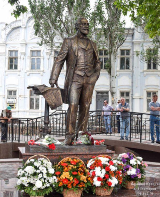 В Евпатории городской голова Николай Мамуна теперь на пьедестале