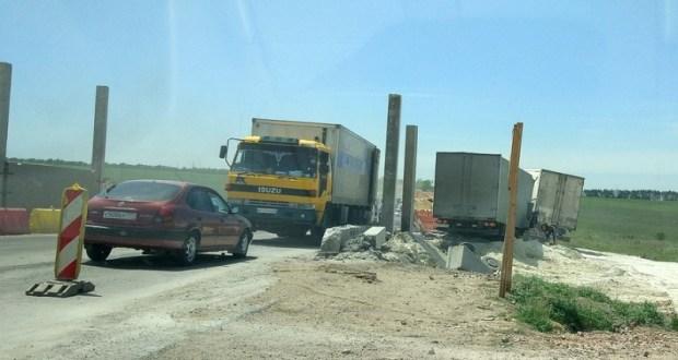 Гости полуострова, проехав с ветерком по мосту, потом узнали что такое пробки на крымских дорогах