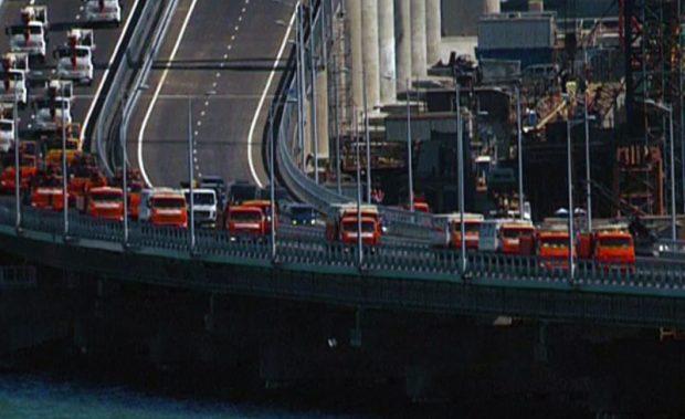 Поехали! Движение по Крымскому мосту открыл Владимир Путин на КАМАЗе