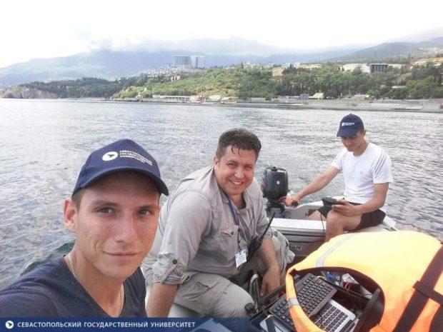 """Участники """"Крымской кругосветки"""" обнаружили в акватории Гурзуфа пять якорей"""