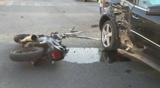 ДТП в Керчи. Столкнулись мотоцикл и «Mercedes». Байкер госпитализирован